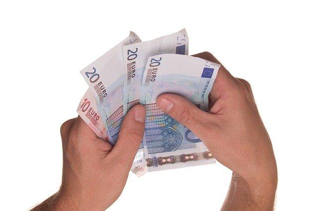 sedmdesát eur