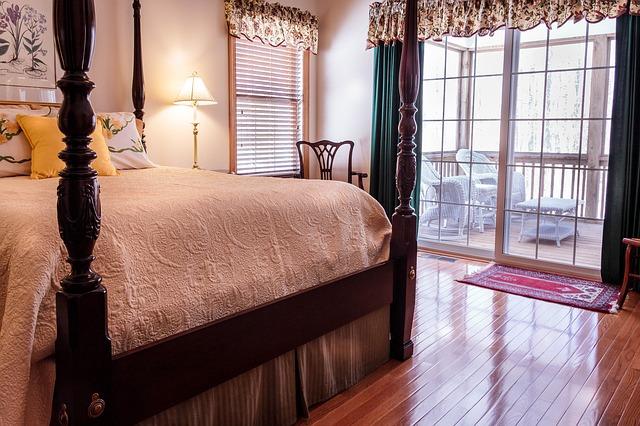 postel ze dřeva